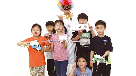 [섭섭박사의 메이커 스쿨] 쥐덫의 원리로 슝~! '마우스 트랩 카' 만들기