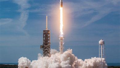 [과학뉴스] 로켓 재사용 시대 활짝, '팰컨9-블록5' 첫 발사