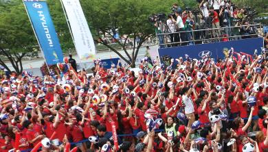 [DJ CHO의 롤링수톤] 승리를 견인하는 떼창, 승리의 함성 2018