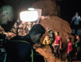 HELP! 동굴 소년들의 생존 비법은?