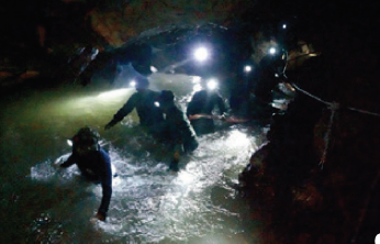 사건발생! 소년들은 왜 동굴에 고립되었나?