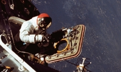 아폴로 9호, 두 비행사가 동시에 우주선 밖으로
