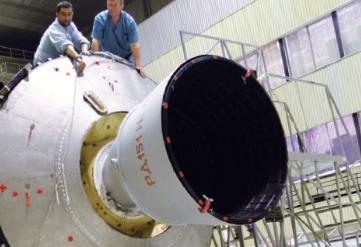 [비하인드 로켓] 나로호 1단 조립완료, 시행착오 1000번 혹독한 지상 검증